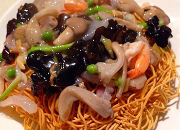 Pan fried noodle with Seafood